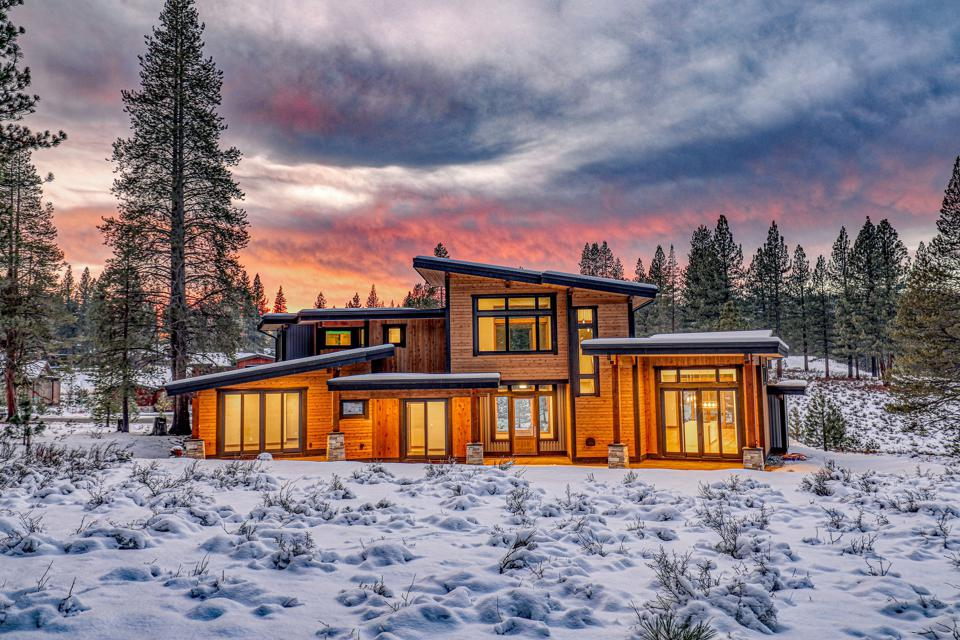 new luxury home at gray's crossing truckee at 11040 Ghirard Road california