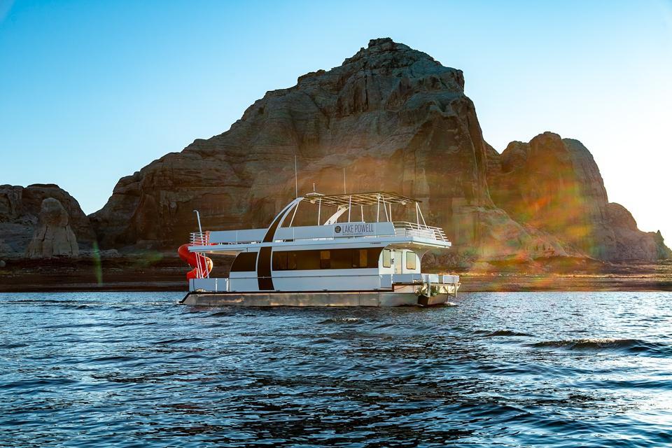 A luxury houseboat on Lake Powell n Glen Canyon Recreational Area