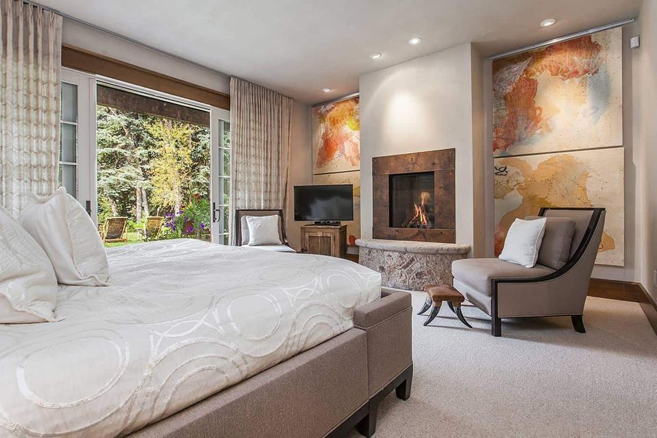 bedroom inside 50 spruce lane in edwards colorado