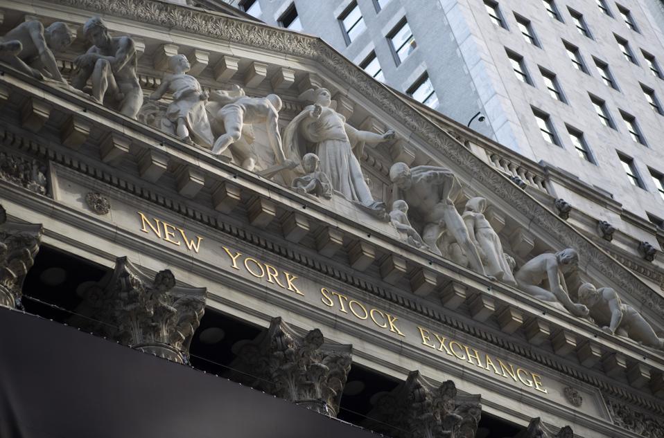 US-GENDER-BANKING-EMPLOYEE