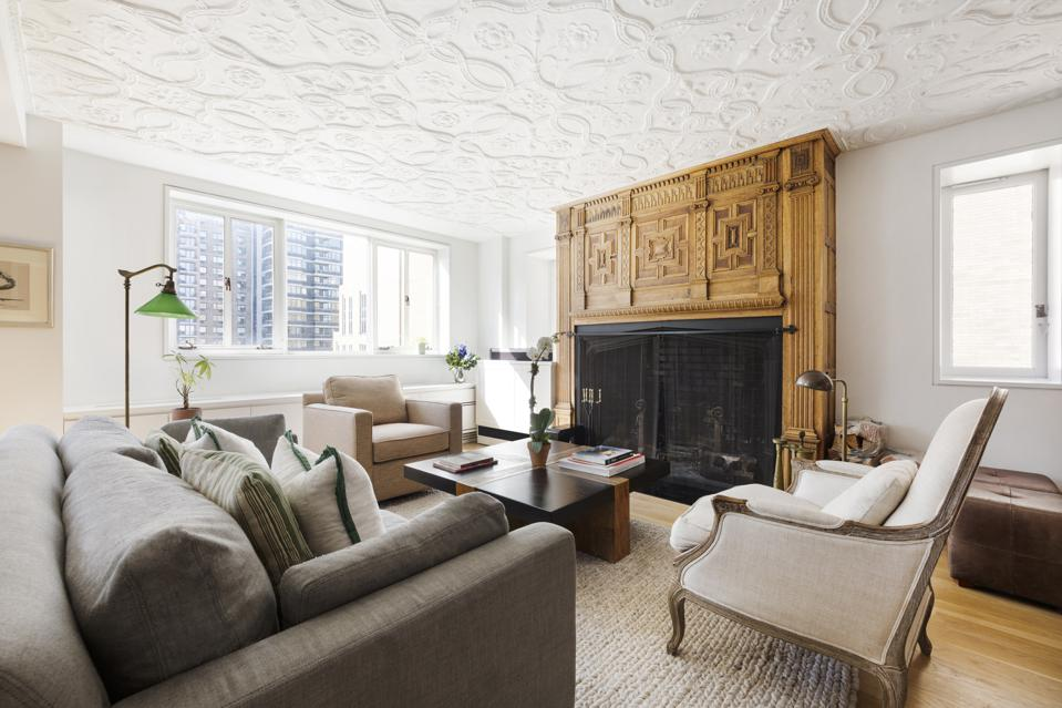 fireplace and ceiling in leroy neiman's longtime manhattan duplex hotel des artistes