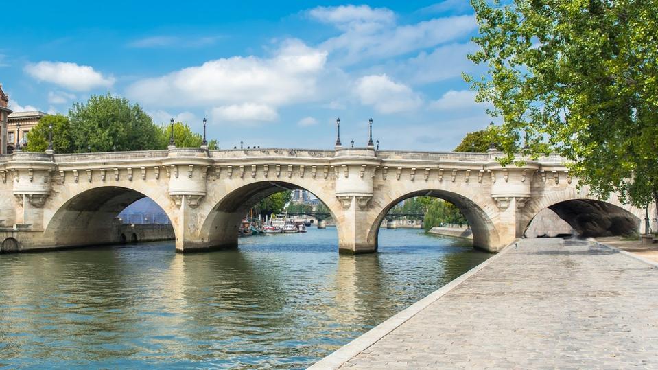 Paris, panorama of the Pont-Neuf