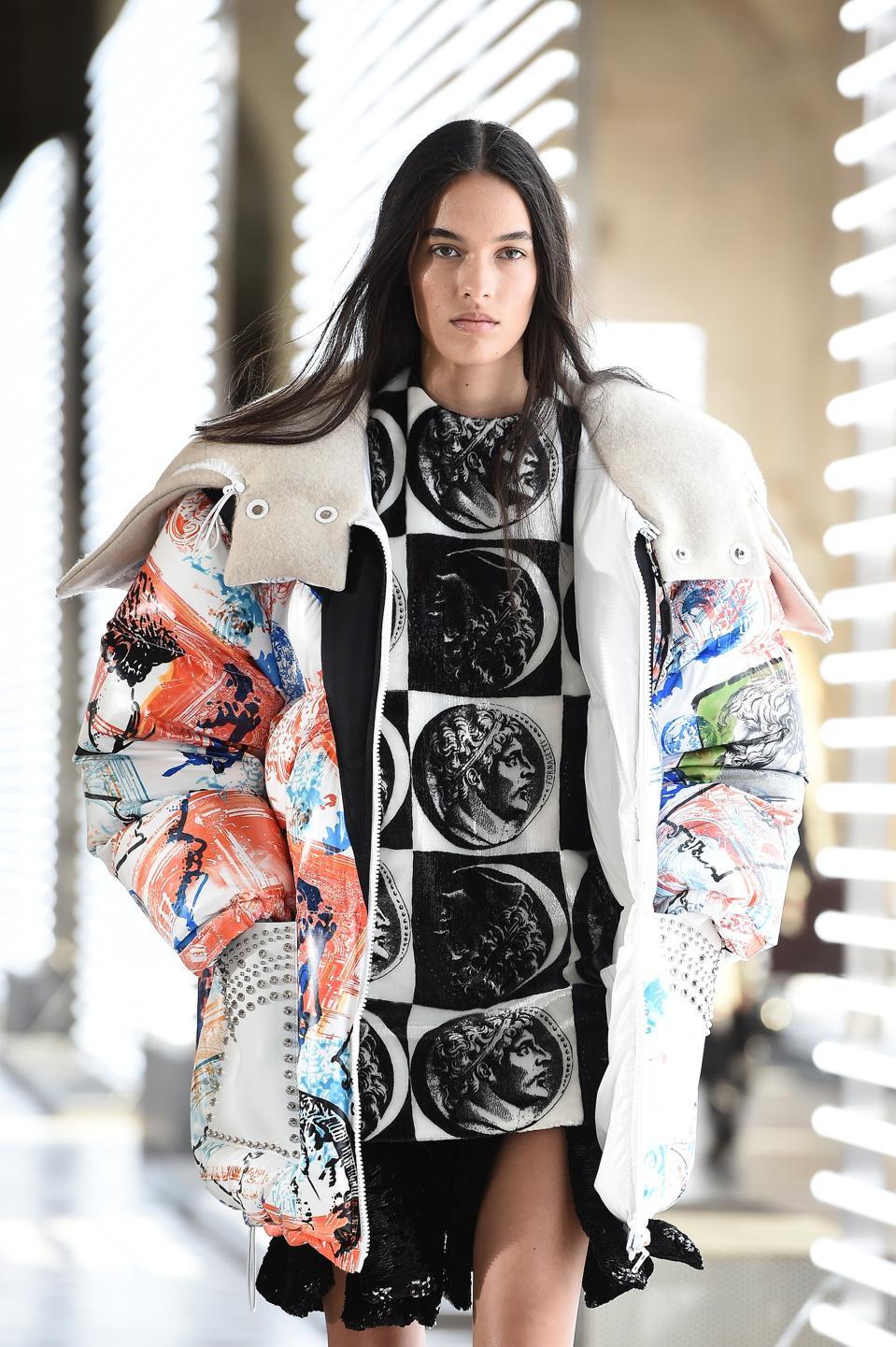 Louis Vuitton : Runway - Paris Fashion Week Womenswear Fall/Winter 2021/2022