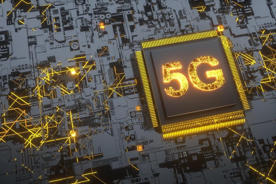 5g e conceito AI: conceito de conectividade digital, inteligência artificial e armazenamento de dados.  Placa redonda eletrônica moderna