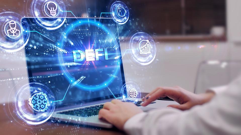 DeFi - Finance décentralisée sur fond polygonale abstrait bleu foncé.  Concept de blockchain, système financier décentralisé.