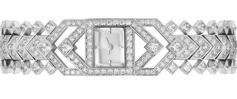 The Cartier Reptilis is set with 232 brilliant-cut diamonds and 70 princess-cut diamonds.