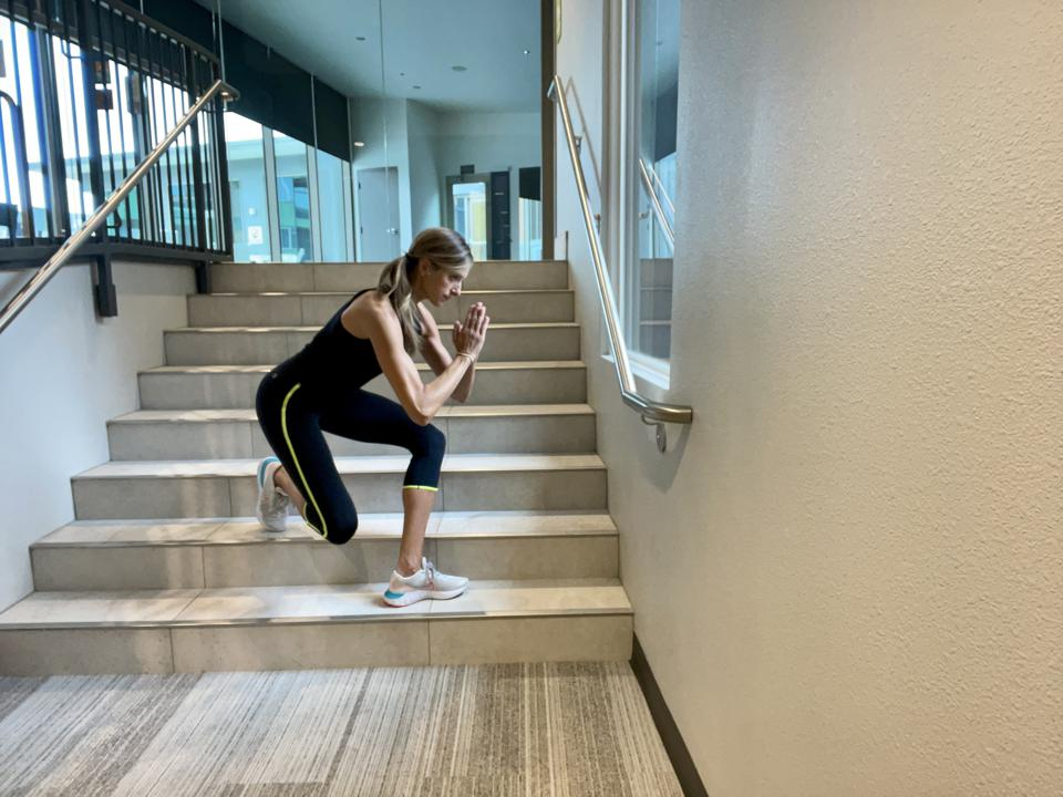 Elevated crossover lung on stairs