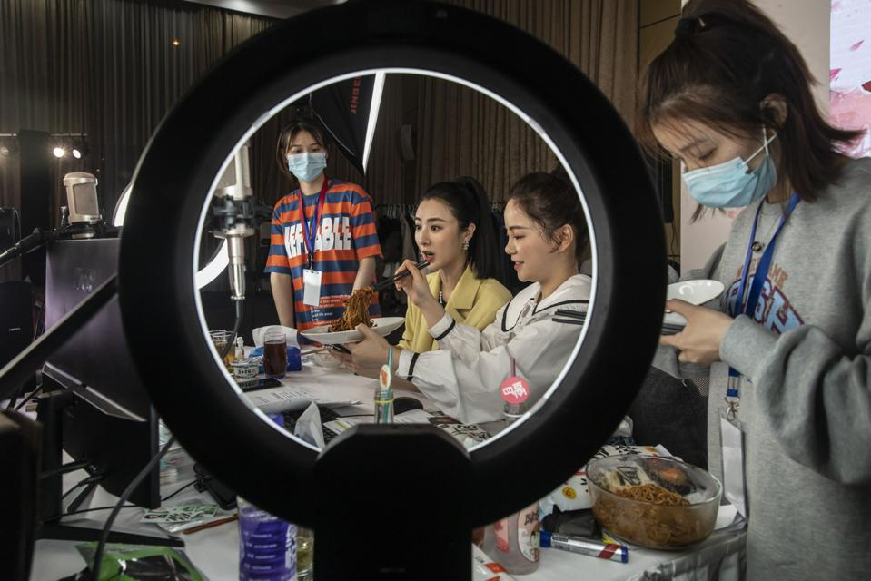 China's LiveStream Queen Viya Can Sell Anything