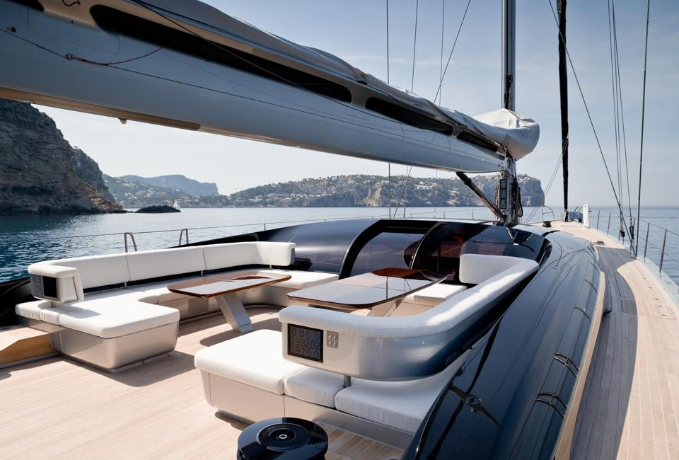 The spacious deck of Ribelle