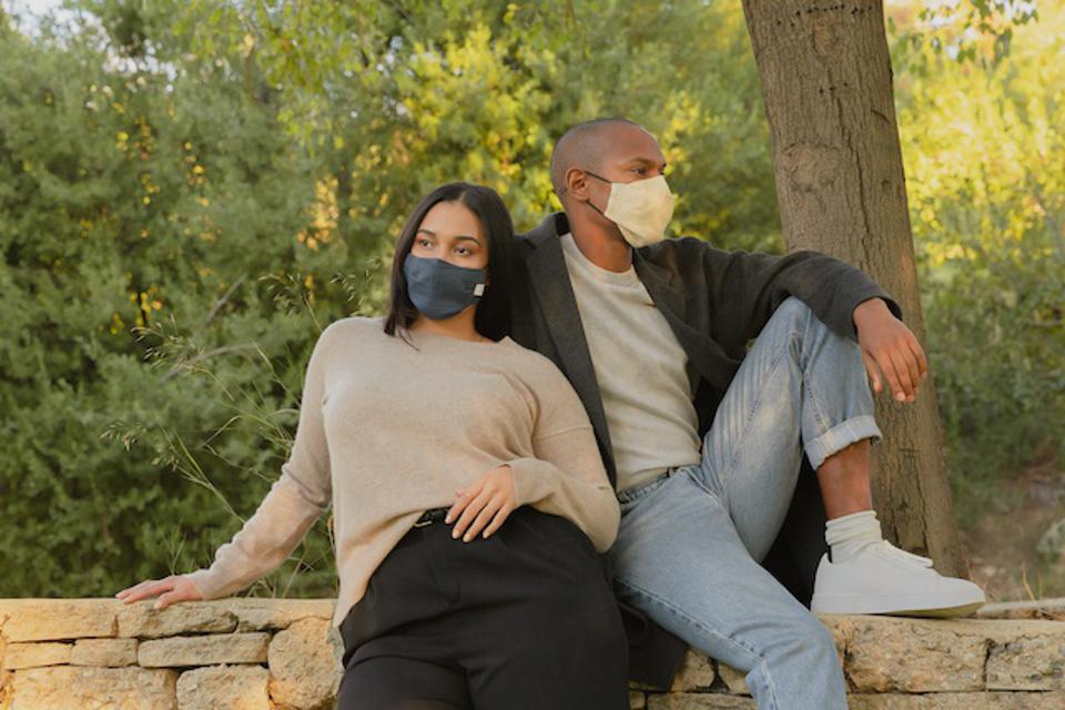 Cotton and linen masks that offer comfort, filtration and breathability