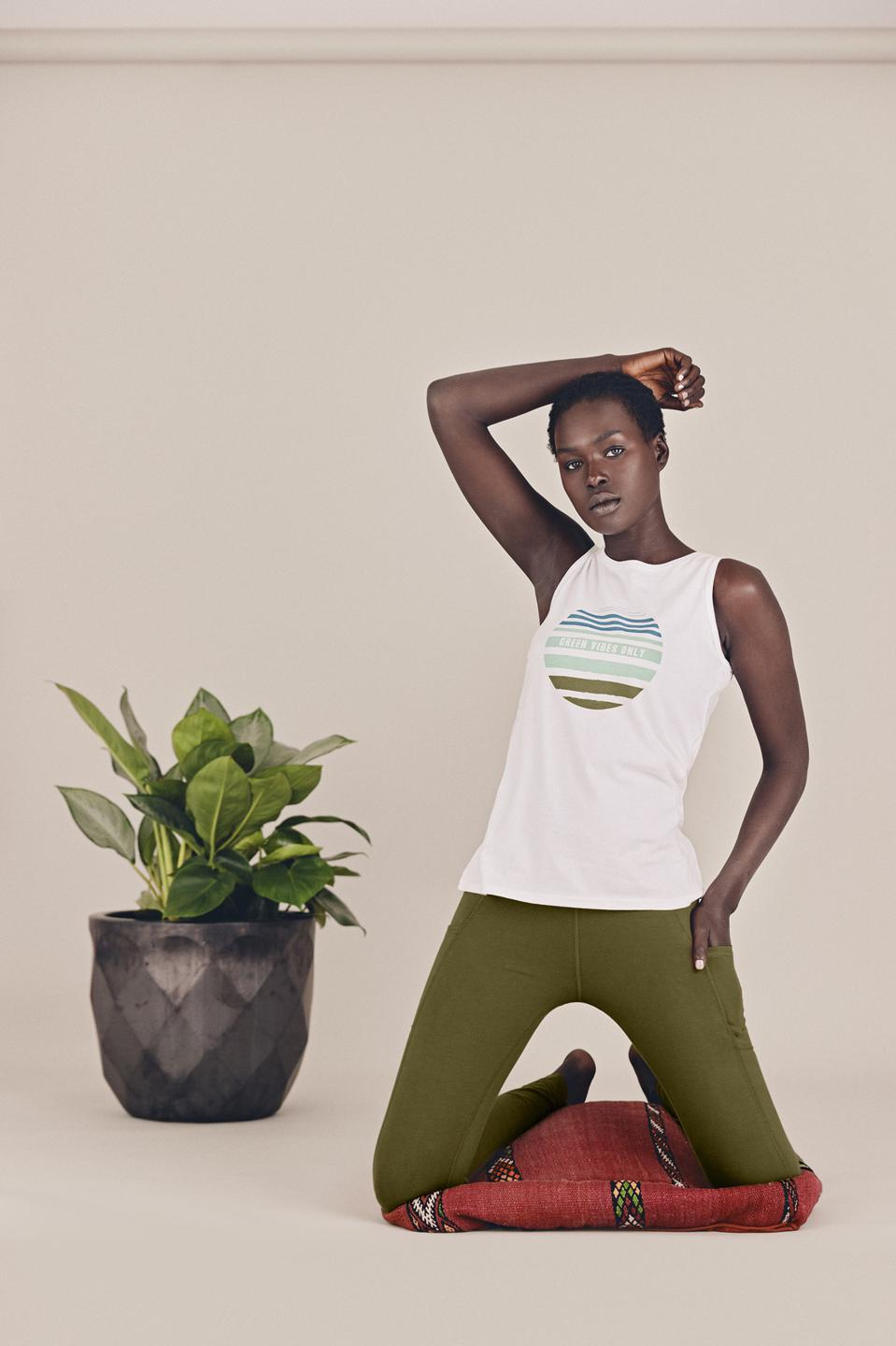 Versatile, high waisted leggings with side stash pockets to hold your phone. Updated fabric offers ultimate stretch for easy comfort and movement.