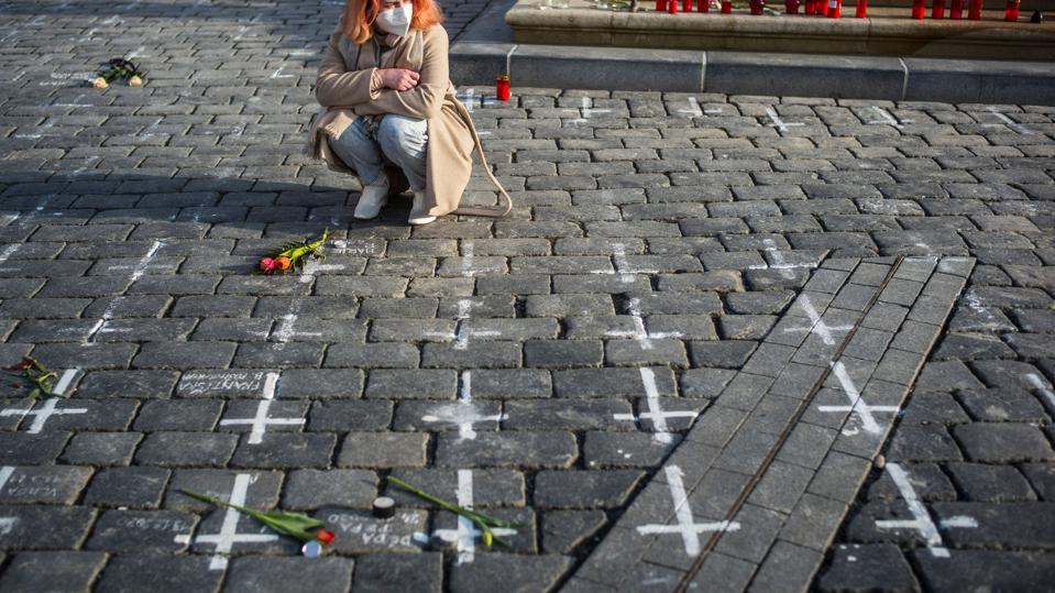 Each cross, a life interrupted by Covid-19, Old Town Square, Prague (Photo by Michal Cizek / AFP) (Photo by MICHAL CIZEK/AFP via Getty Images)