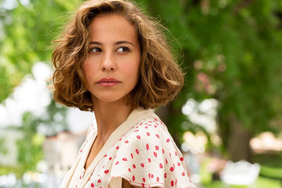 Irene Escolar as Amelia Garayoa in 'Dime Quién Soy'
