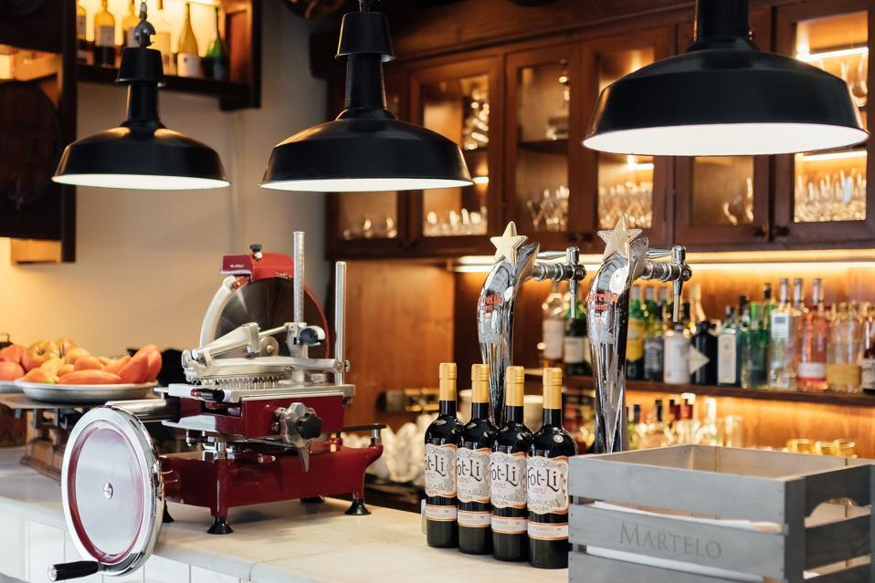 The bar at La Xarxa barcelona.