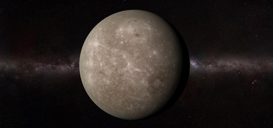 Dado que orbita alrededor del sol cada 88 días, el joven planeta Mercurio hace una breve transición hacia el cielo nocturno antes del amanecer y después del atardecer.