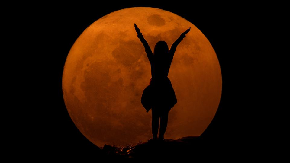 """It's the closest full Moon of 2021 so far, the second of four supermoons in 2021, and the second successive """"Super Pink Moon. Here's how to watch April 2021's big and beautiful full moonrise."""