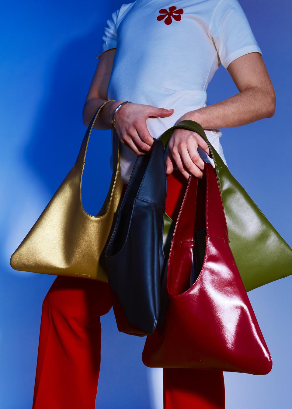 Agave Triangular Tote in various colors by Santos by Monica. Photo by Andrés Jaña.