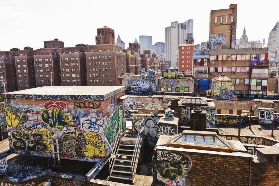 Manhattan, graffiti on the Chinatown roofs