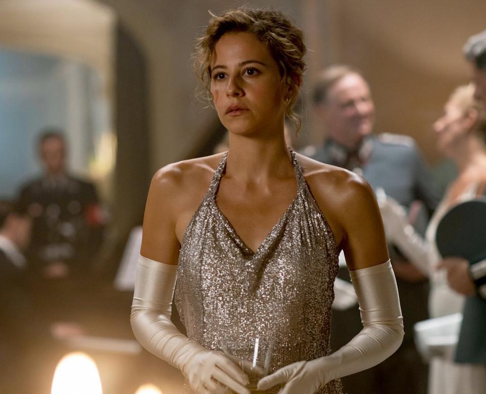 Irene Escolar as Amelia in 'Dime Quién Soy: Mistress of War'