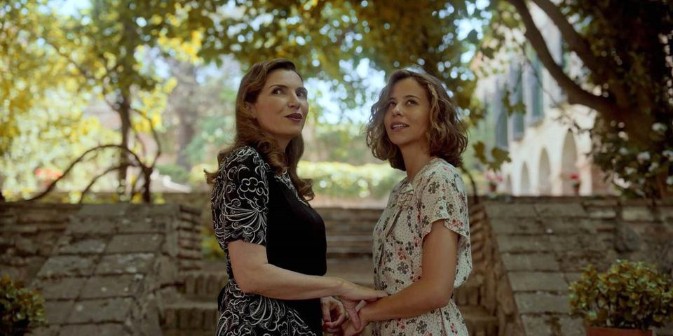 Maria Pia Calzone as Carla Alessandini, Irene Escolar as Amelia Garayoa in 'Dime Quien Soy: Mistress of War'