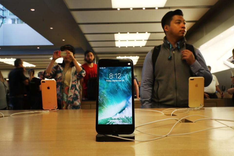 iPhone Hackers Say Apple Weakened Backup Security With iOS 10