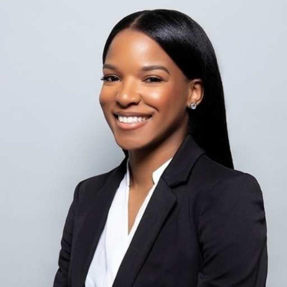Headshot of Malika Kelly smiling.