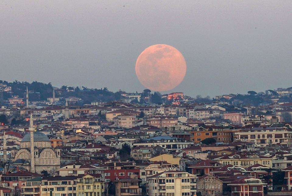 Full moon in Istanbul