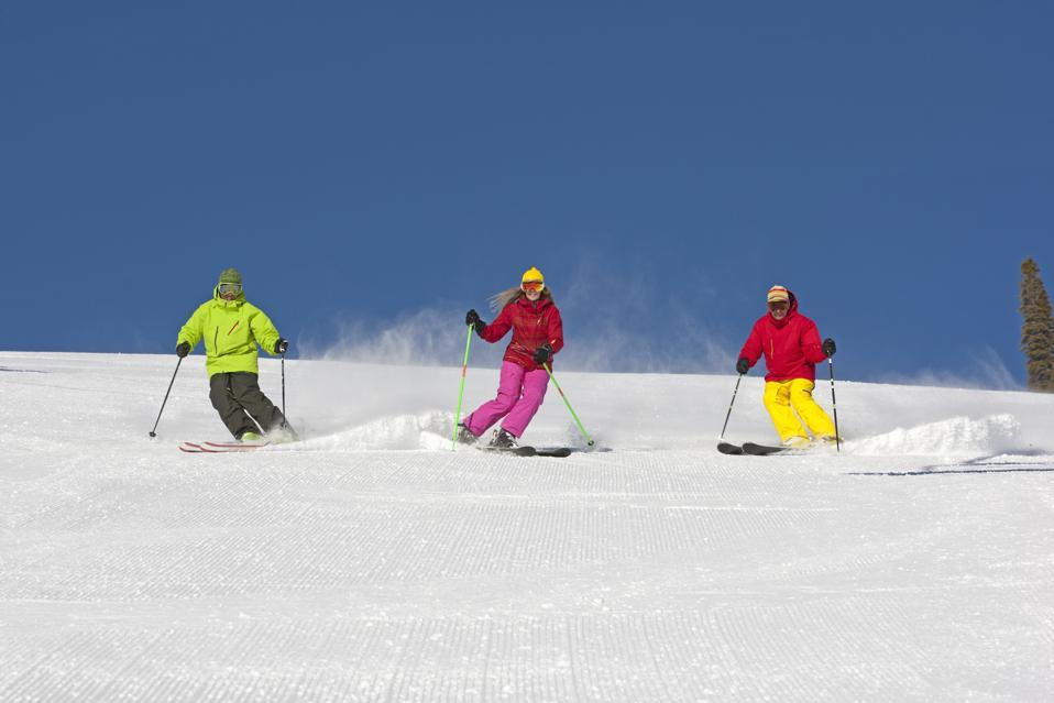 Group snow skiing