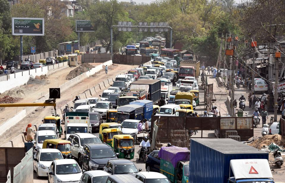Endless Cycle Of Traffic Chaos Due To Ongoing Underpass And Flyover Extension Projects At Ashram Chowk