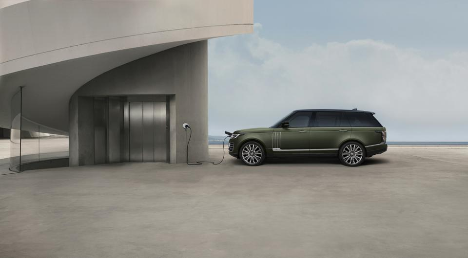Side view of the Range Rover SVAutobiography Ultimate edition hybrid