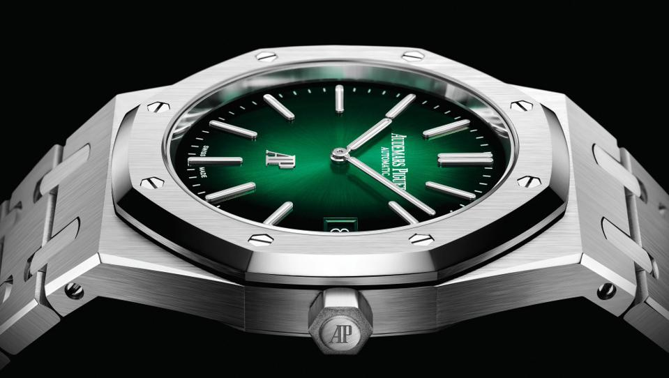 Audemars Piguet 15202PT Jumbo Extra-Thin is the first of this reference in full platinum.