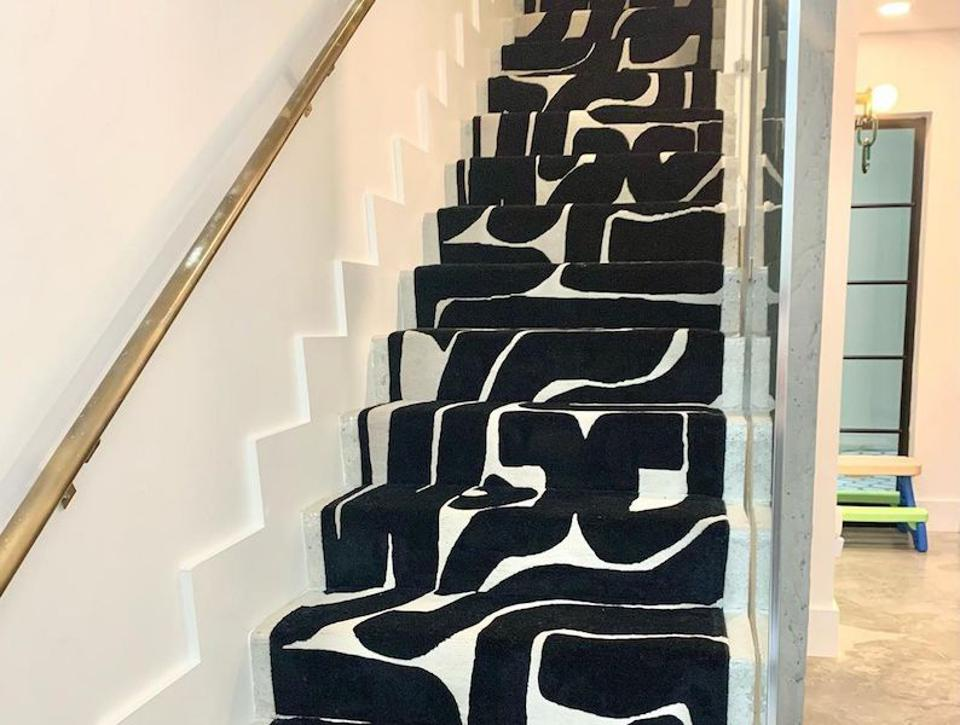 A black and white rug on a staircase