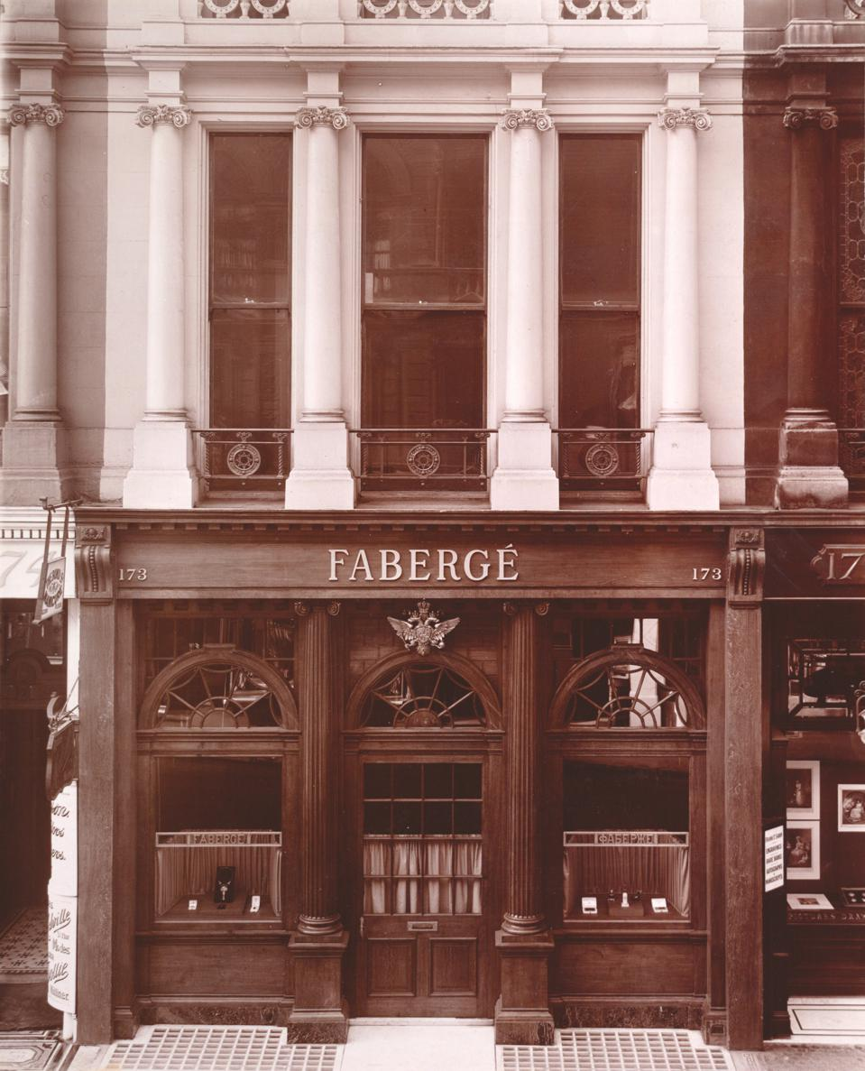 Fabergé's premises at 173 New Bond Street in 1911. Image Courtesy of The Fersman Mineralogical Museum, Moscow and Wartski, London