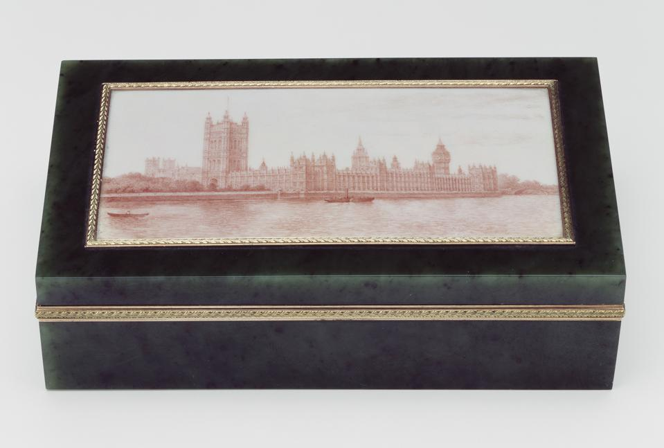 Cigar Box with a view of the Houses of Parliament, Fabergé. Chief Workmaster Henrik Wigstrom, nephrite, two-colour gold, sepia enamel, 1908. Royal Collection Trust © Her Majesty Queen Elizabeth II 2021