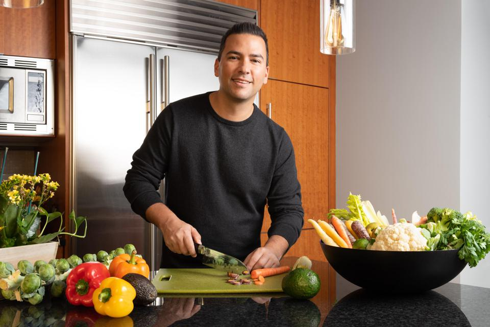 Nutritionist Daryl Gioffre is the Founder of Alkamind, a celebrity-favorite nutrition brand.