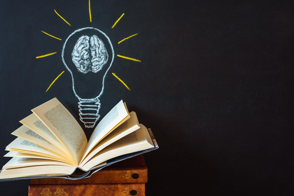 Growing evidence suggests a causal link between knowledge and comprehension.