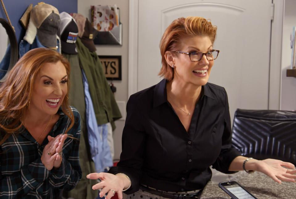 """MARRIAGE OR MORTGAGE (L to R) SARAH MILLER and NICHOLE HOLMES in Episode """"A LITTLE BIT CLASSY AND TRASHY"""" from MARRIAGE OR MORTGAGE. Cr. Courtesy of NETFLIX/©NETFLIX 2021"""