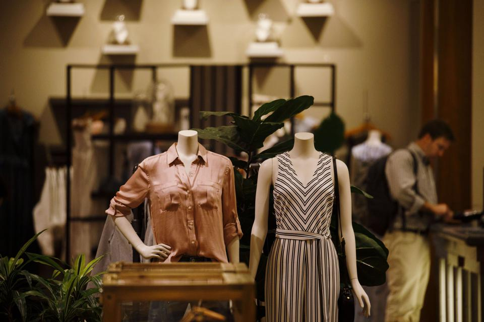 Gap Will Spin Off Old Navy, Its Stronger, Lower-Priced Brand