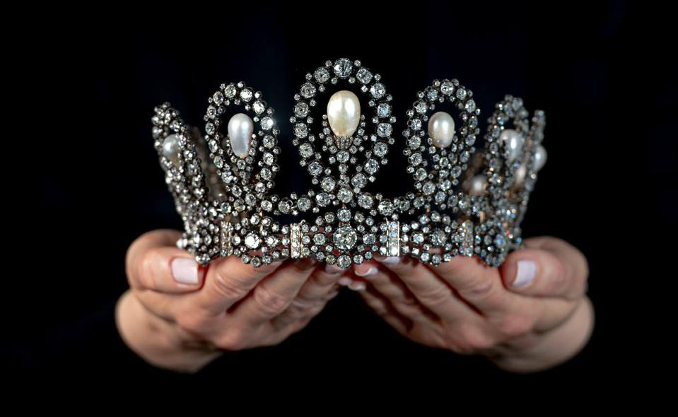 Pearl and diamond tiara of Maria Vittoria dal Pozzo, Duchess of Aosta and Queen of Spain