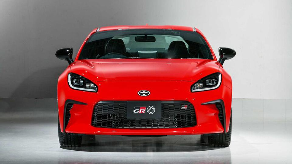 The new GT86 employs a grille that differentiates it from its twin brother, the Subaru BRZ.