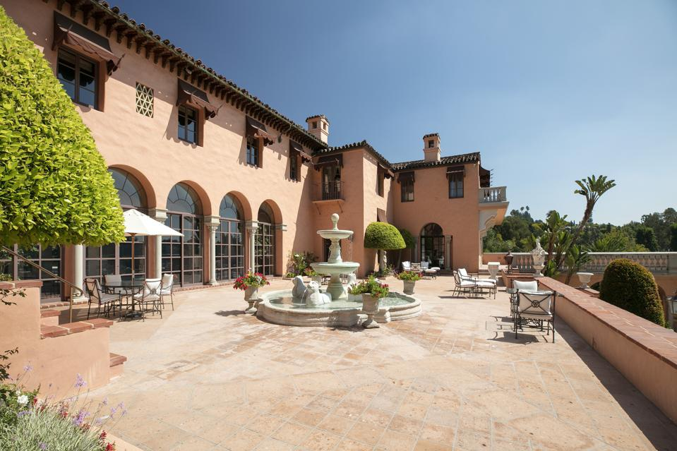 outdoor terrace at hearst estate in beverly hills