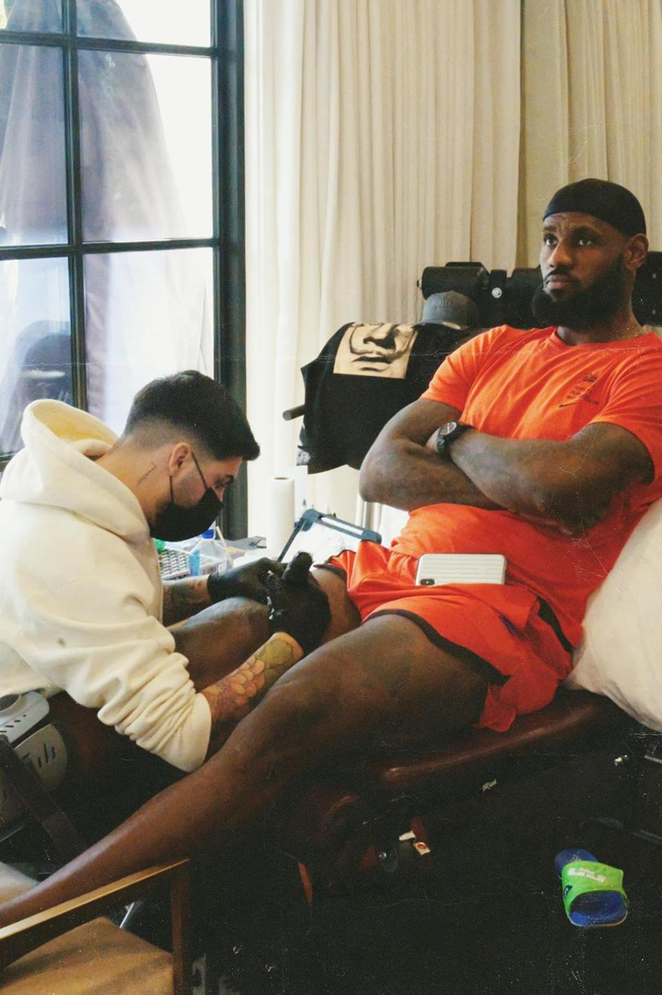 Ganga Tattoo tattooed LeBron James,  an American professional basketball player for the Los Angeles Lakers of the NBA