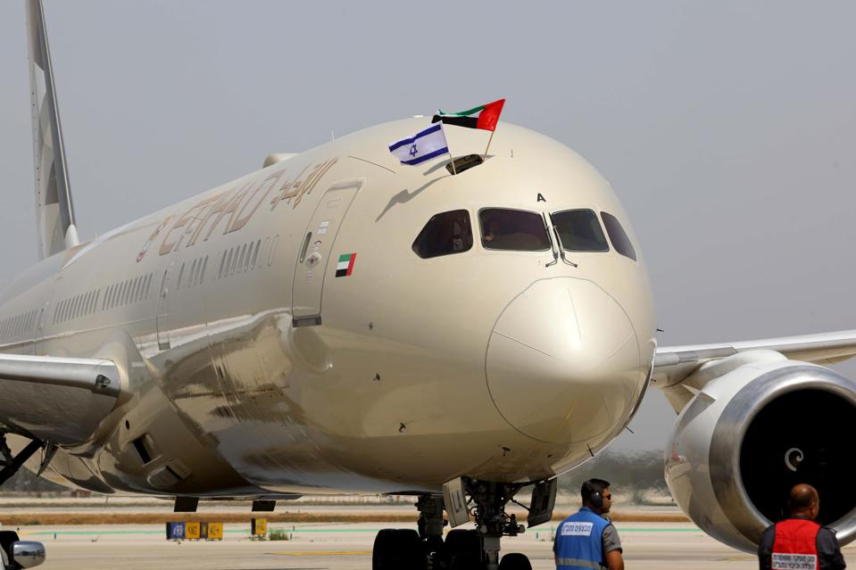 Etihad Airlines Boeing 787 Dreamliner lands at Ben Gurion Airport with flags waving.