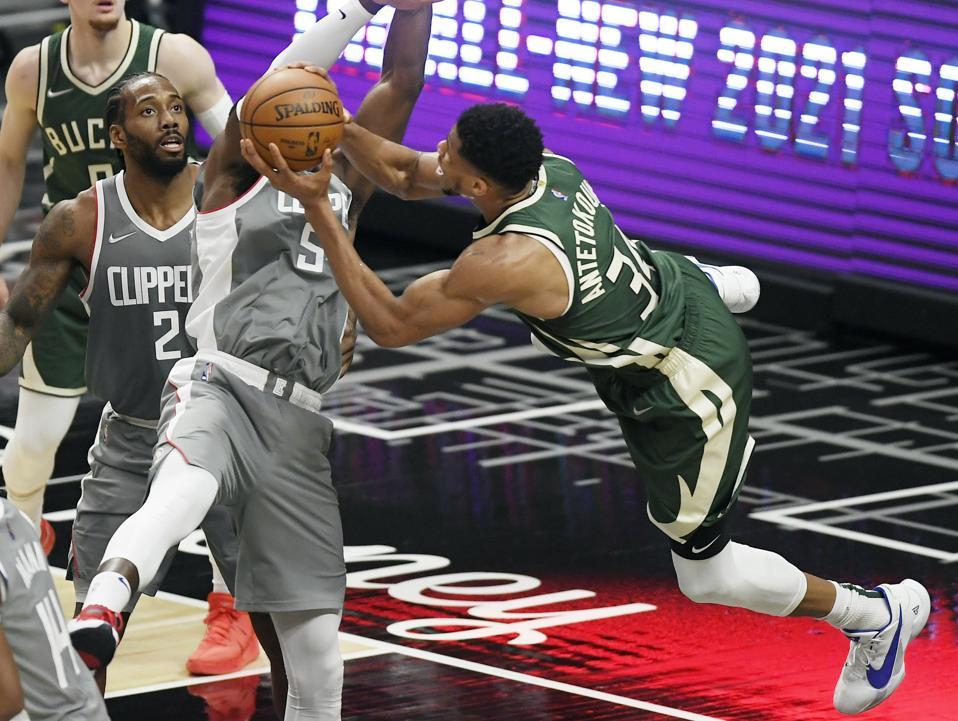 Milwaukee Bucks v Los Angeles Clippers