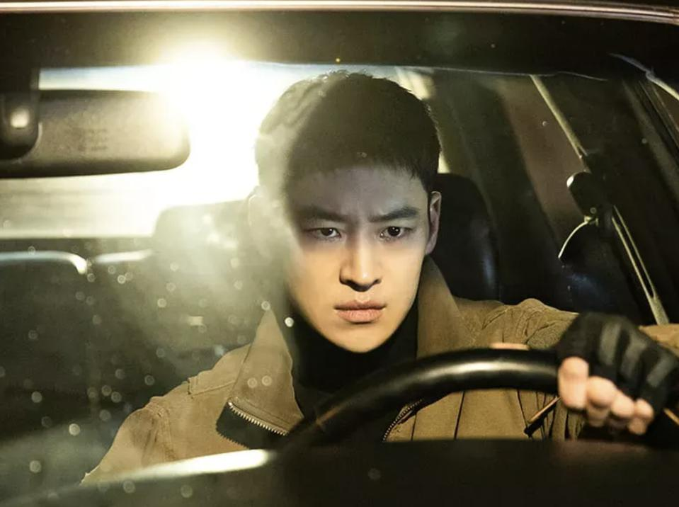 Lee Je-hoon plays a taxi driver who delivers revenge in the 2021 drama  'Taxi Driver.'