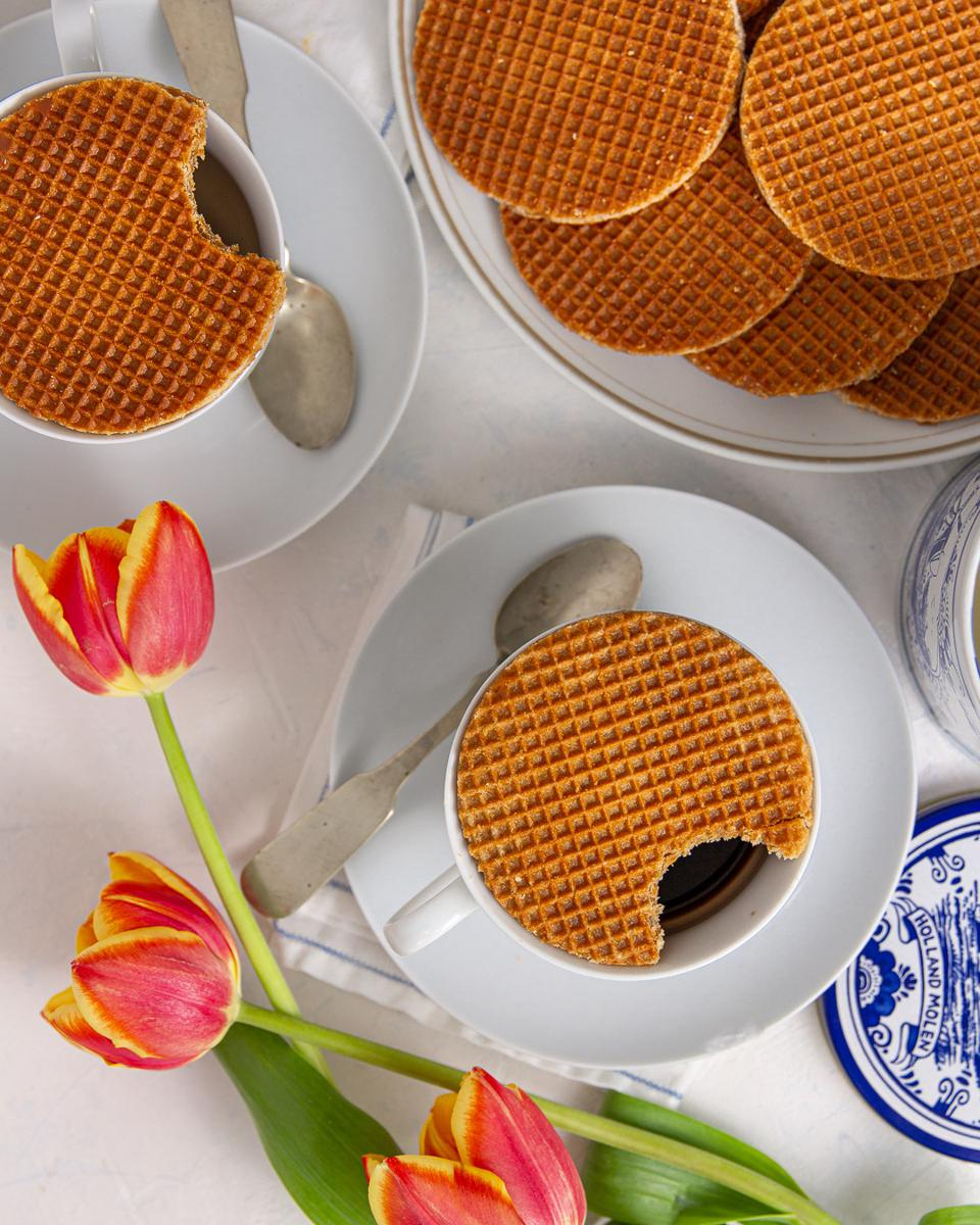 stroopwafels on plates and on coffee cups with tulips