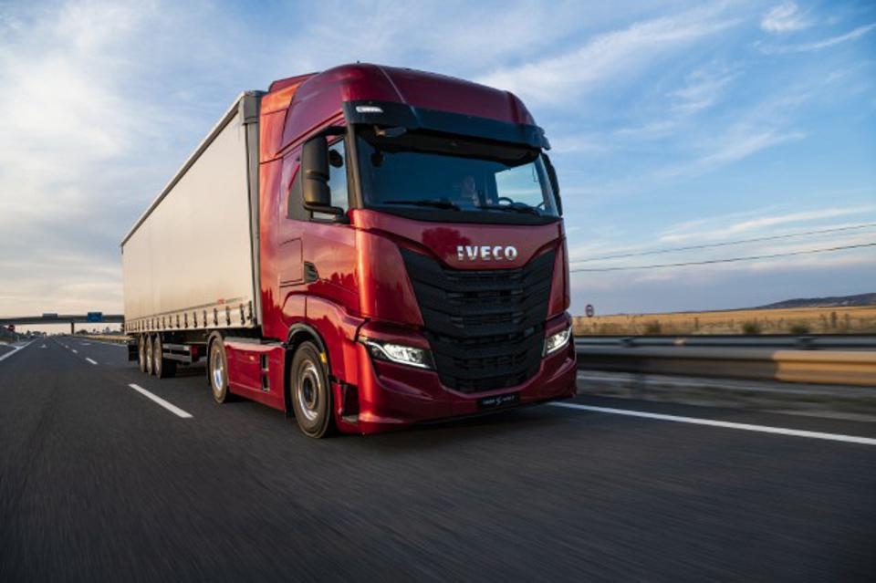 PlusDrive will be integrated into the IVECO S-WAY heavy truck.