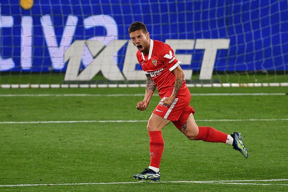 Alejandro Gómez, also known as Papu Gómez, celebrates a match-winning goal for Sevilla.