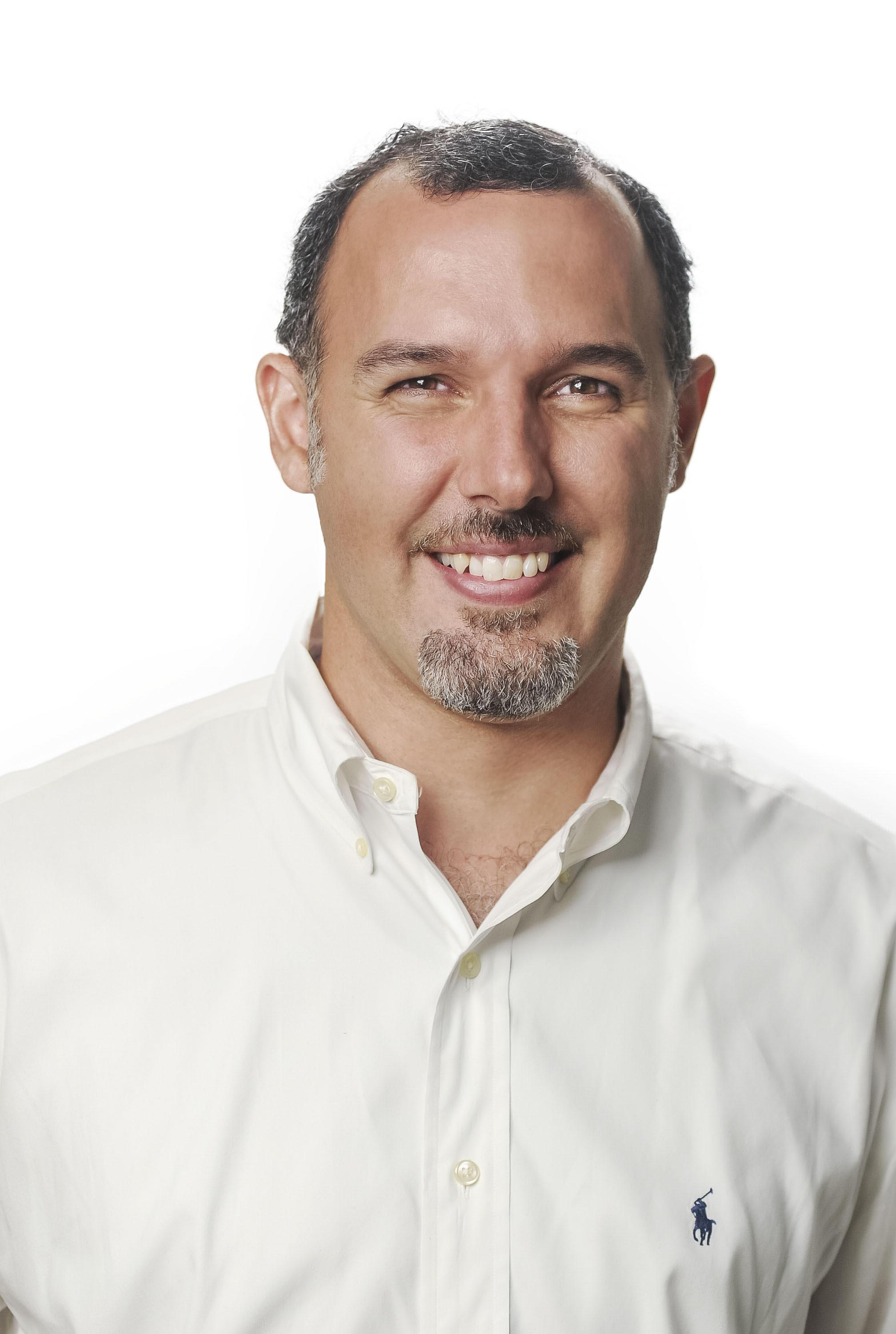 Headshot of Santi Subotovsky, a general partner at Emergence Capital.