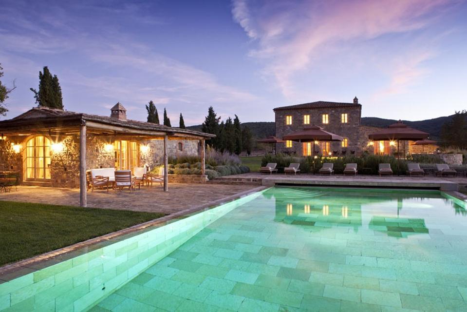 Pool house and infinity pool at Villa Sant'Anna, Castiglion del Bosco